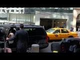 8 апреля 2013 - Ева возле отеля в Нью-Йорке